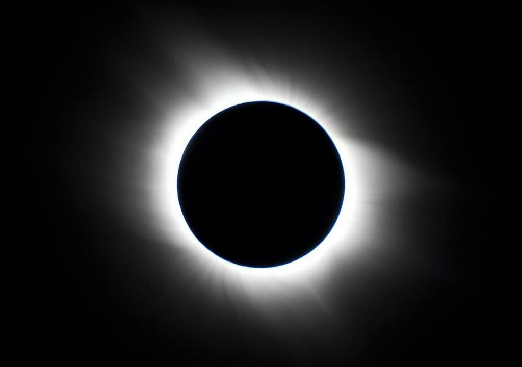 Photo-Total-2BSolar-2BEclipse-Full-2BCorona-Columbia-2BSC-iStock-alnilam.jpg